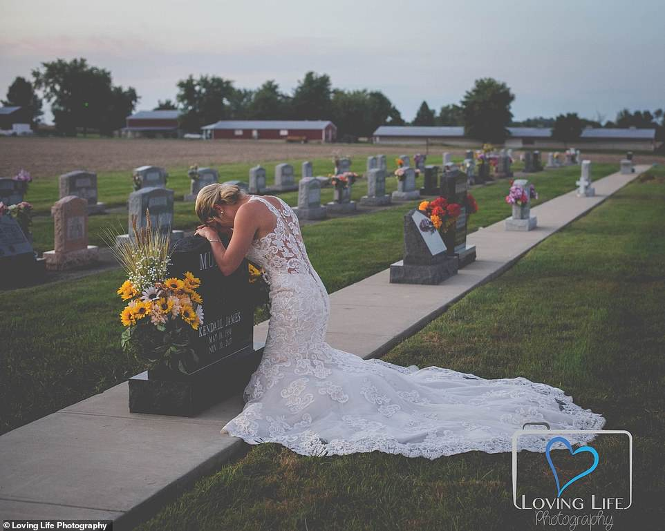 Heartbroken bride, Jessica Padgett (pictured), wore her wedding dress to visit her fiance Kendall James Murphy's grave on the day they were supposed to say 'I do'